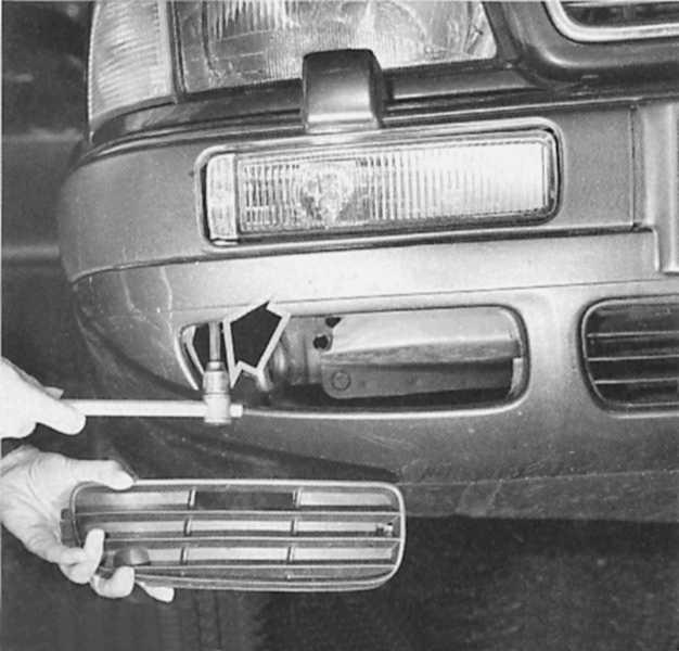 как снять передний бампер audi a6 1996