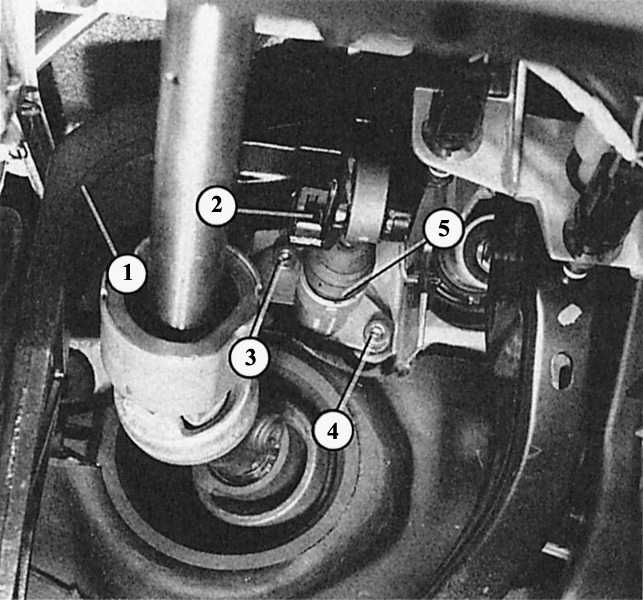 как поменять рабочий цилиндр сцепления на audi 80 b3