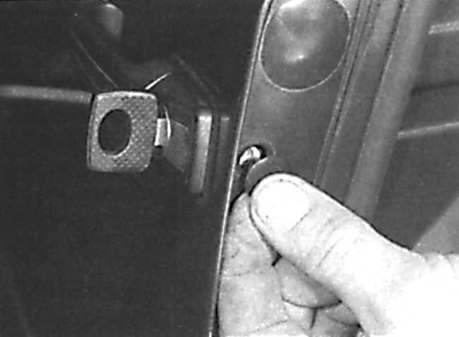 как отремонтировать замок двери на мерседес w202
