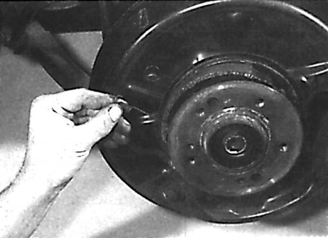 раздвижной рычаг колодок стояночного тормоза мерседес 123